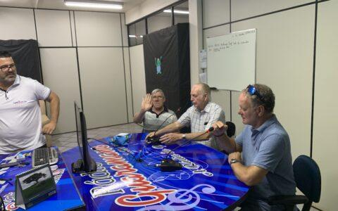 Mats är med i Brasilansk radio tillsammans med Nenne Andersson och Persson.